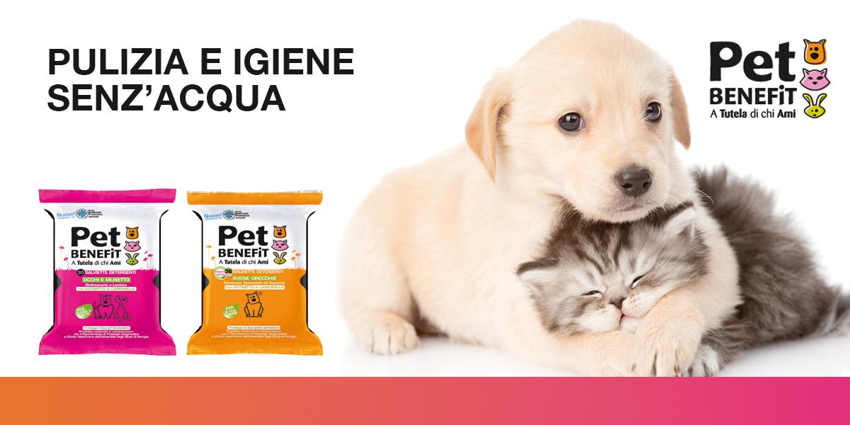 PET BENEFIT es la línea innovadora dedicada al cuidado y limpieza diaria de perros, gatos y otras mascotas.Desde la higiene y el cuidado del cabello con los nuevos guantes humedecidos hasta el cuidado de los oídos, los ojos y la nariz; Desde el kit de baño seco hasta los no habitantes para ambientes exteriores: PET BENEFIT ofrece una línea higiénica completa para su mascota.PET BENEFIT es un excelente aliado para la higiene de los animales durante los viajes y las caminatas y en cualquier otra situación en la que no sea posible usar el agua.